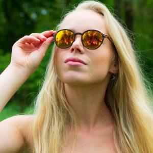 Coole panter zonnebril vrouw