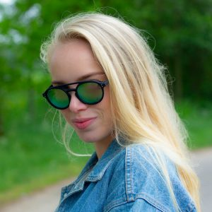 Girl zonnebril
